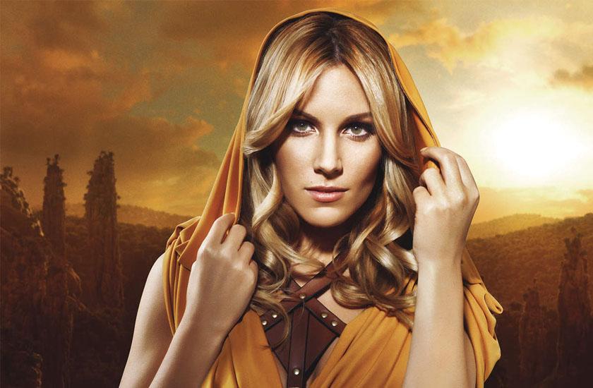 Estilismo de Edurne no videoclipe de Amanecer, canção que representará a Espanha no Eurovision 2015