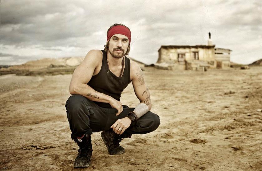 O espanhol Macaco se une a artistas de todo o mundo para gravar suas canções