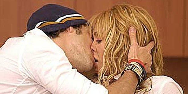 Dia do Beijo - Anahi e Poncho em cena de Rebelde