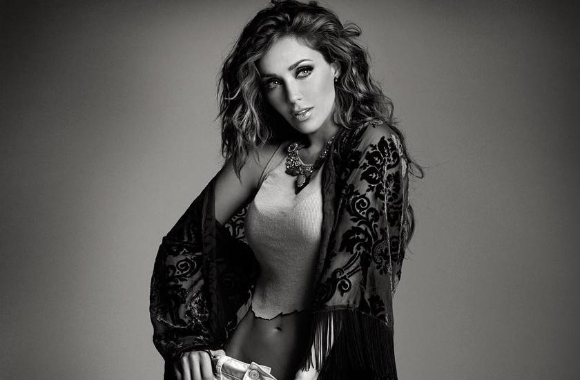 Com Rumba, Anahi chegou aos charts de 17 países