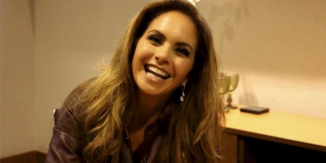 """Em entrevista exclusiva, Lucero, """"A Dona"""" do SBT, fala sobre os fãs brasileiros e sobre um possível dueto com Daniel"""