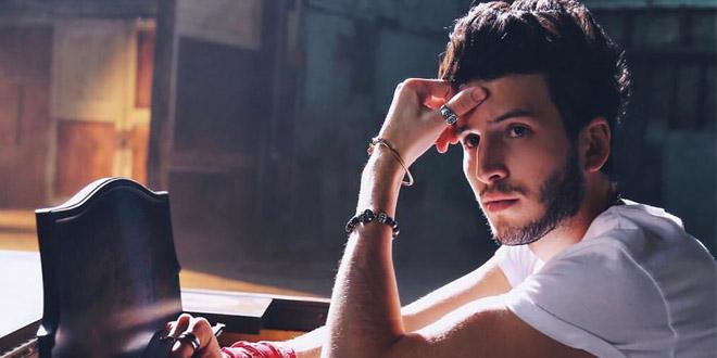 Sebastián Yatra arrasa no videoclipe de Devuélveme El Corazón