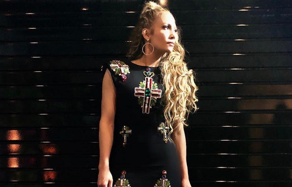 Jennifer Lopez revela parceria com Cardi B