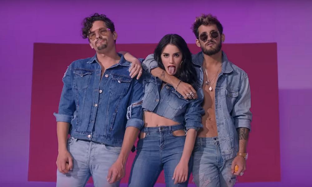 A dupla Mau y Ricky é parceira de Lali Espósito em Sin Querer Queriendo