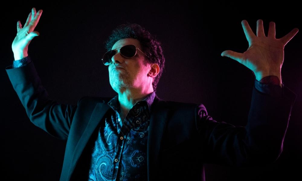 O roqueiro argentino Andrés Calamaro tem novo single