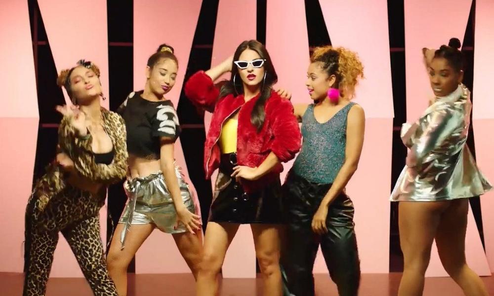 O novo single da Maite Perroni é uma mistura de funk e reggaeton: Bum Bum Dale Dale feat. Reykon