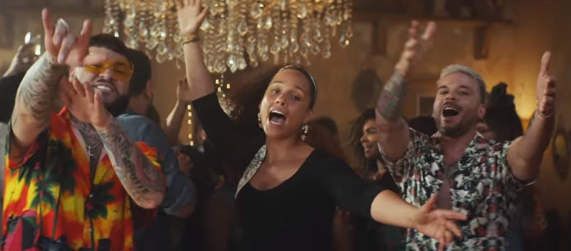 Alicia Keys, Pedro Capó e Farruko em clipe de Calma