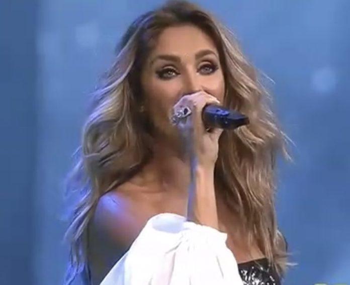 Anahí canta Sálvame na live do RBD